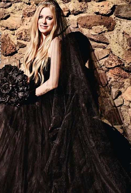 avril-wedding-dress