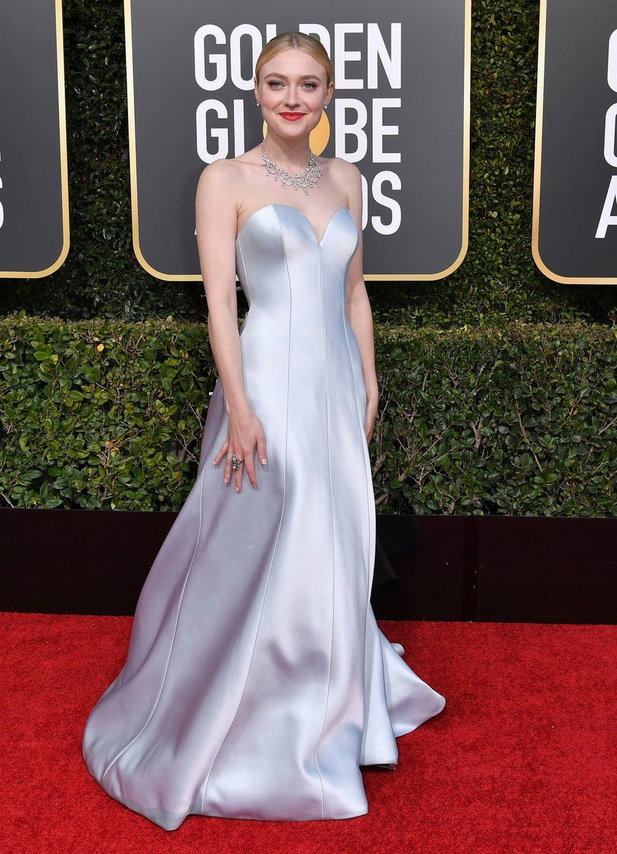 Dakota Fanning in Armani Privé Golden Globes 2019