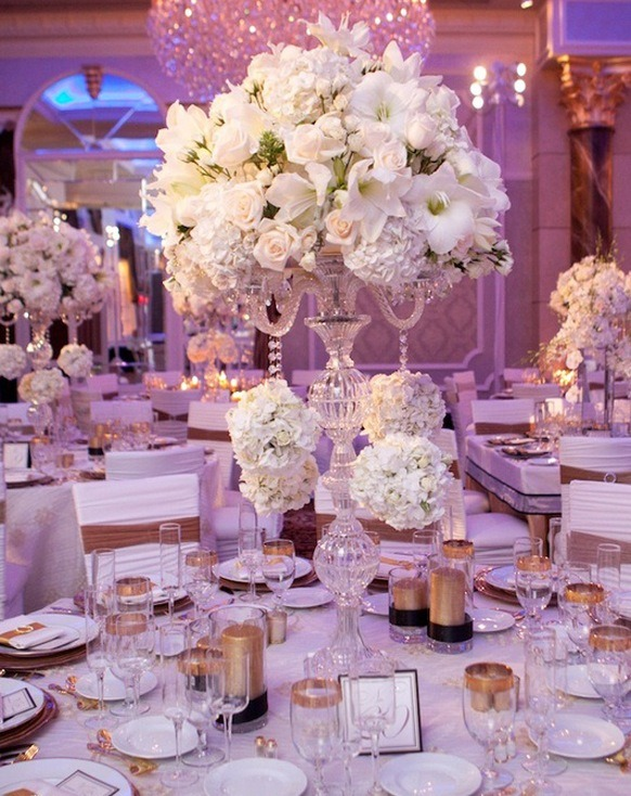 Stylish-Wedding-Centerpiece-with-white-flowers