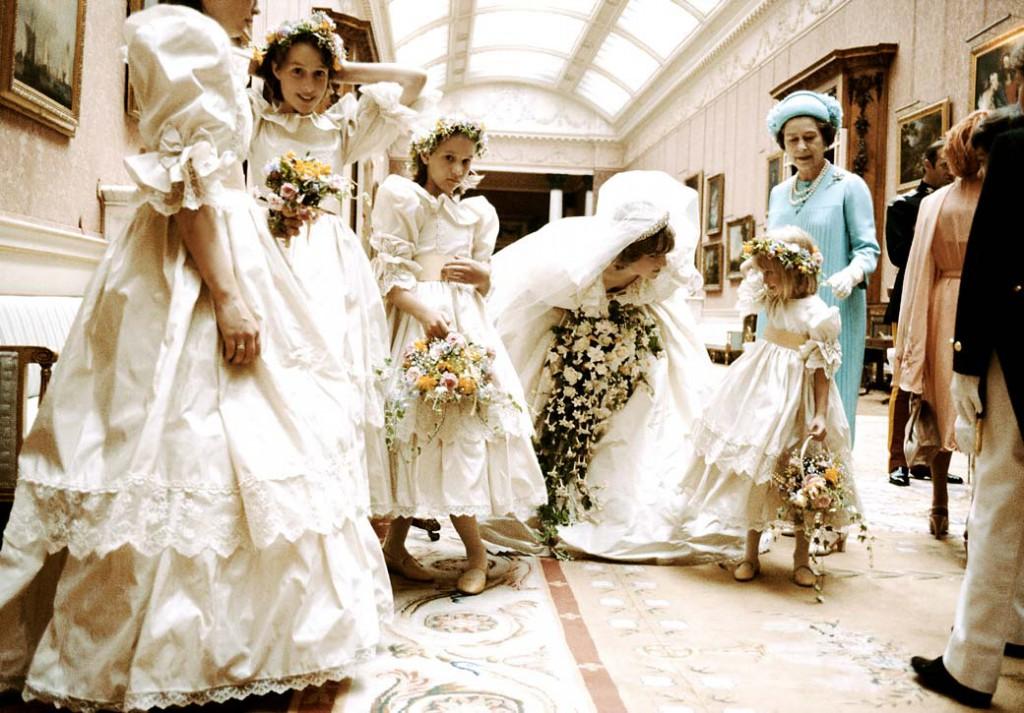 princess-diana-with-bridesmaids-1040kb060310-1024x713